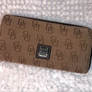 Dooney & Bourke ~ Signature Large Tan Wallet